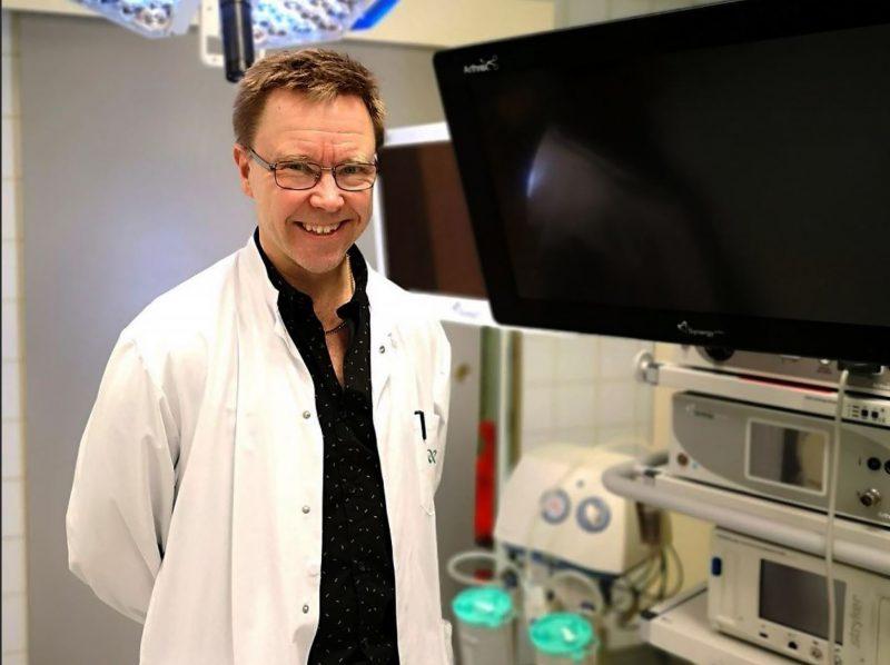 ISAKOS grants Dr. Timo Järvelä international training rights for educating young orthopaedic surgeons worldwide
